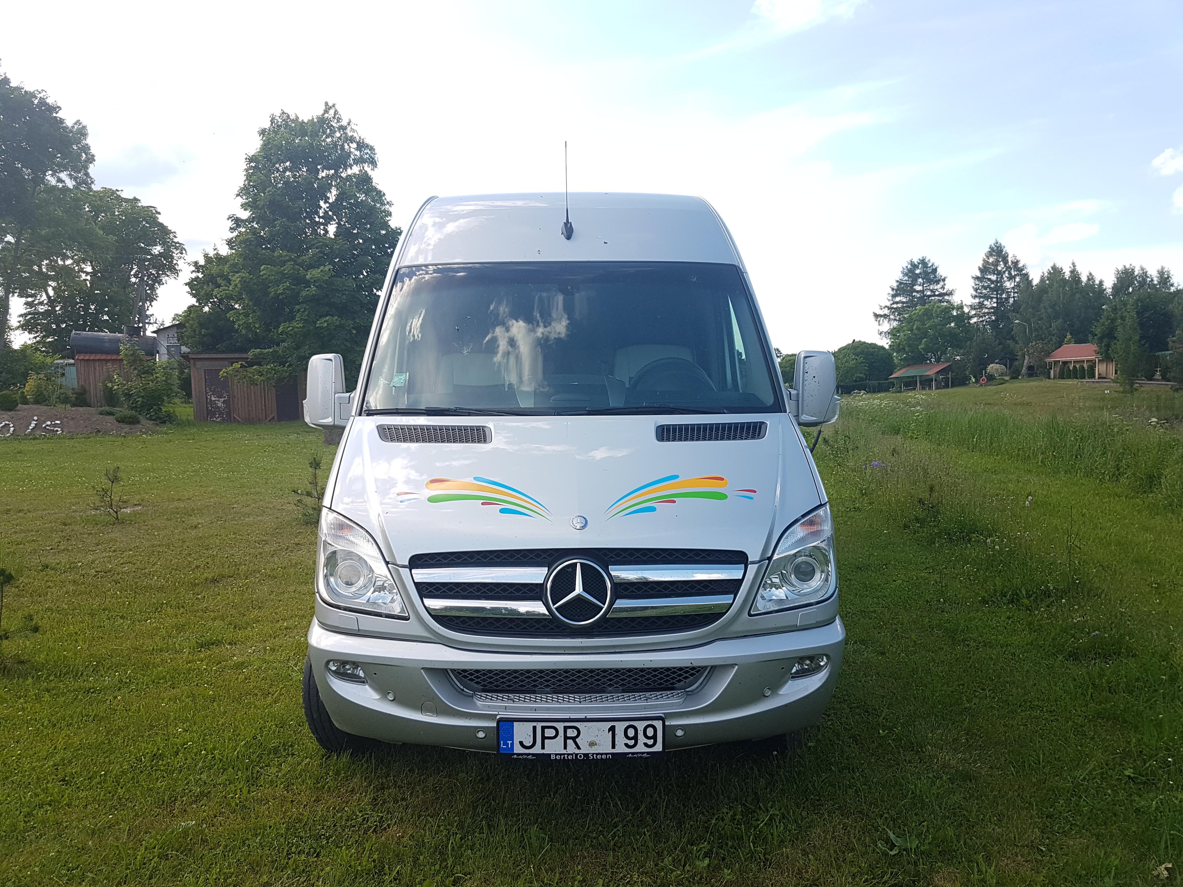 Mikroautobuso nuomos paslauga,  Mes Jums galime pasiūlyti mikroautobusų nuomos paslaugas nuo 9 iki 21 sėdimos vietos. Mikroautobusų nuoma tai viena iš populiariausiu transporto nuomos paslaugų Vilniuje, Kaune, Klaipėdoje, Trakuose, Birštone, Anykščiuose ir kituose Lietuvos miesteliuose.